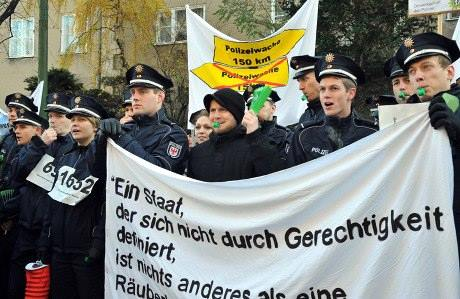 demo_polizei_postamd
