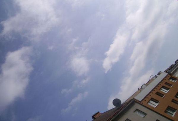 chemtrails-sehr-fein-wolken-mit-schleier-ueberzogen-wien-am-30-9-2014