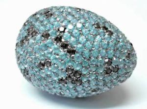 economist-jan2015-alexander- mcqueen -savage-beauty-exhibition-Eier-mit-swarovski-kristallen