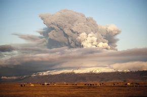 w3000 - 2010-4 - Eyjafjallajökull Ausbruch Island1