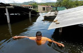 w3000 - 2011-4 - Hochwasser in Kolumbien - 408 Tote.